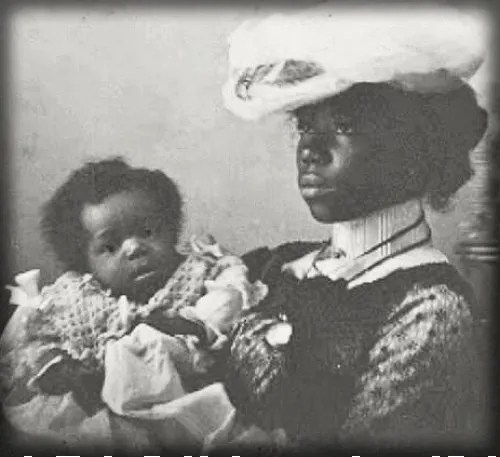Victorian Mother and Baby, c late 1800s. Image: Vintag.es.