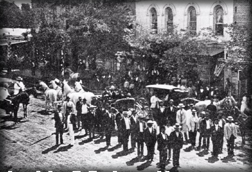 Victorian July Fourth Parades-North Main Street, Los Angeles, California,1871. Image: Vintage Everyday.