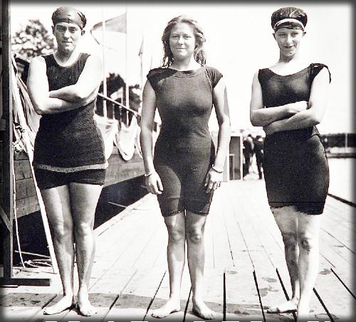 Annette Kellerman Swimsuits, 1912 Olympics; Fanny Durack, Mina Wylie and Jennie Fletcher. Image: Wikipedia.