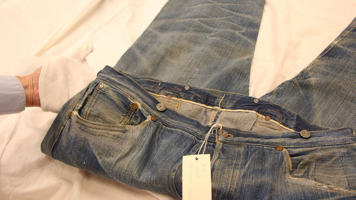levis-oldest-pair-front