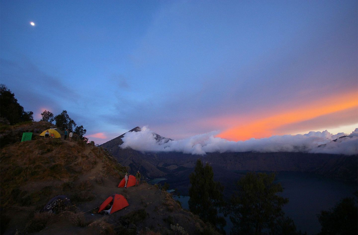 Indonesia%20mt%20rinjani%20in%20lombok%20by%20alister%20munro