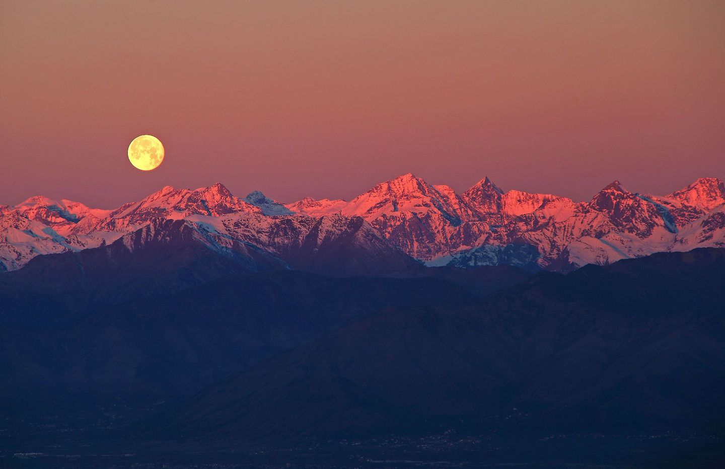Full-moon-over-the-alps-%25c2%25a9-stefano-de-rosa