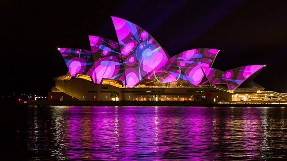 Vivid_sydney_2015_sydney_opera_house_living_mural_universal_everything_credit_destination_nsw_db_006