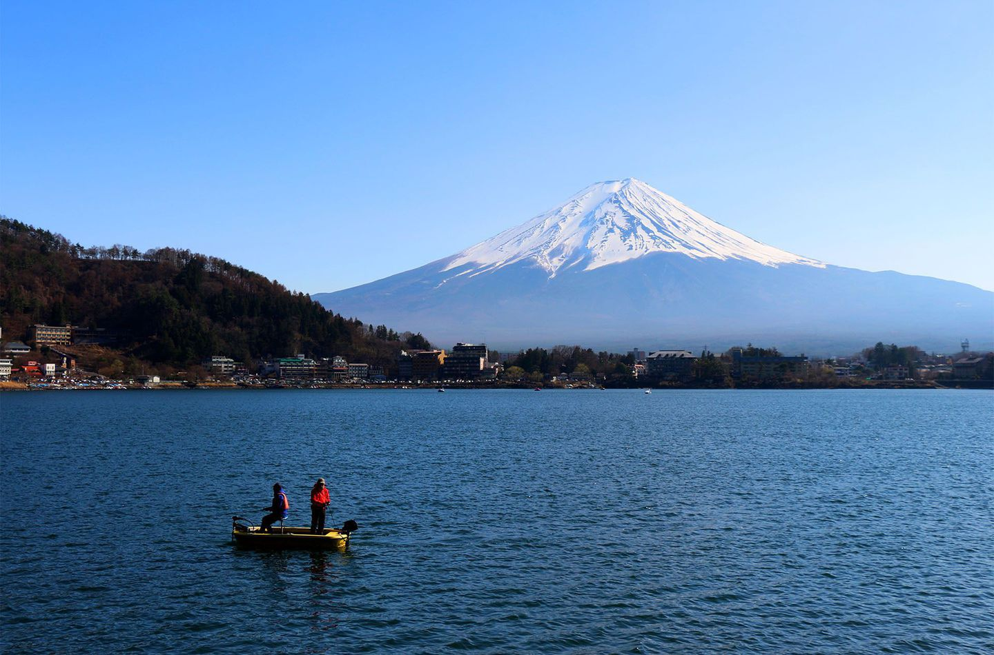 Japan%20mount%20fuji%20boat%20by%20felix%20cesare