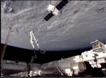 Dragon%2520and%2520iss%2520coming%2520together%2520sideview