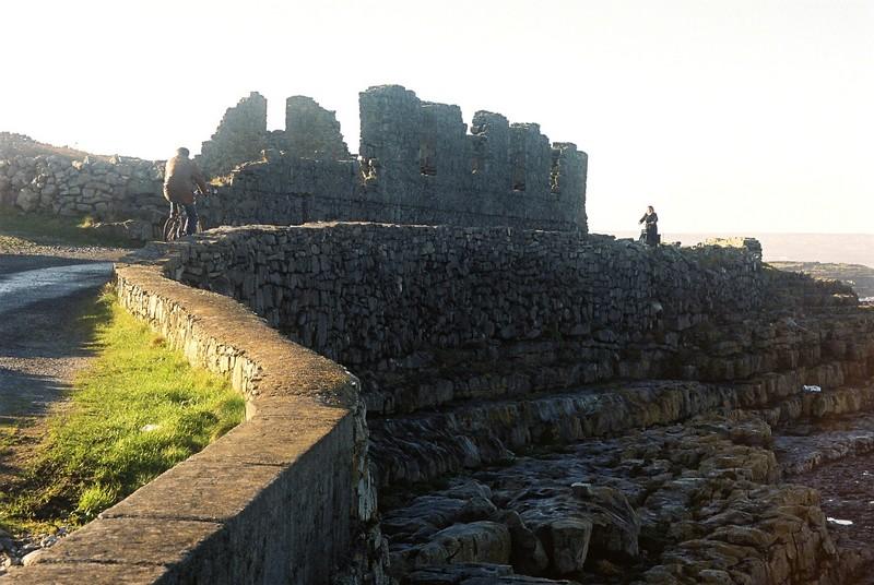 Cyclistes Inishmore, îles d'Aran, Comté de Galway, Irlande