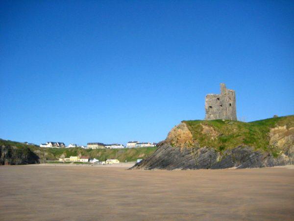 Plage et ruines Kerry Irlande