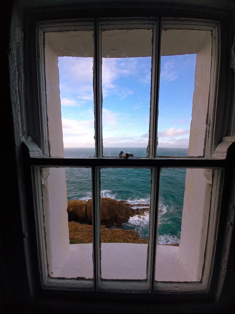 Vue fenêtre phare Irlande