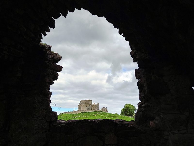 Rock of Cashel depuis ruine de Hore Abbey Irlande