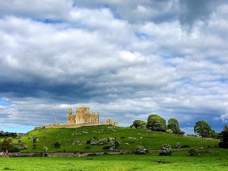 Rock of Cashel et paysage comté Tipperary Irlande