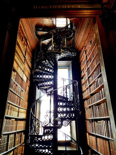 Escalier Long Room Bibliothèque Trinity College Dublin
