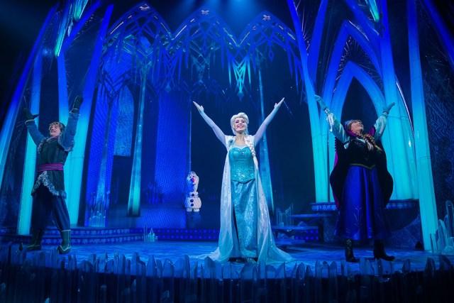IMG_4714 copyDisneyland Paris La Reine des Neiges Une Invitation Musicale show Kristoff Anna & Elsa