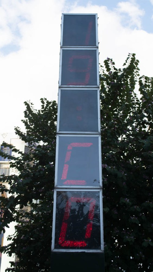 Relógio digital da Rua das Flores