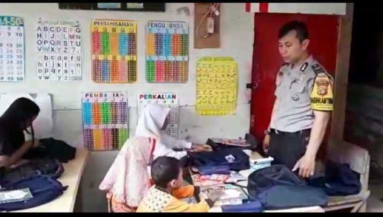 Pengabdian Tanpa Batas, Bhabinkamtibmas Aiptu Agus Riyanto Mengajar Mengaji Anak-Anak Pemulung