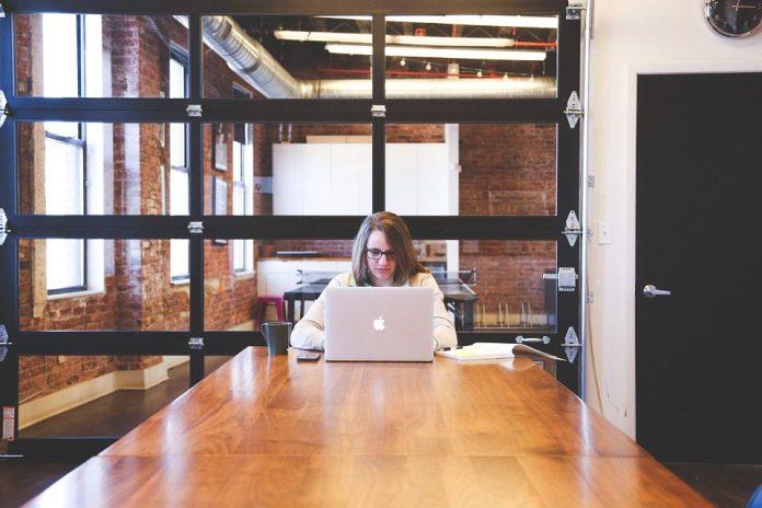 Empreendedorismo em empresas de base tecnológica está no radar do público feminino - foto: Pixabay
