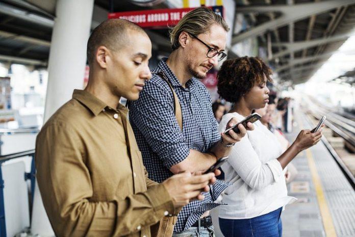 Pesquisa da consultoria Ovum estima que 2,05 bilhões de vendas terão em algum momento passado pelo celular até 2020 - foto: Pixabay