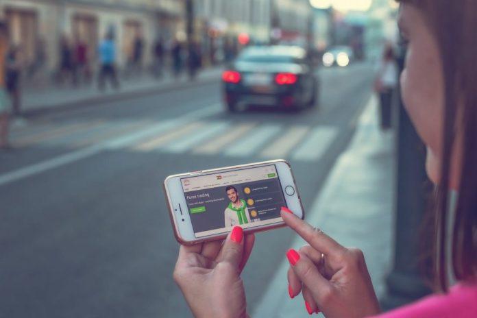 Nos Estados Unidos, senado da Califórnia, aprova projeto para limitar o trabalho informal Foto por Artem Beliaikin em Pexels.com