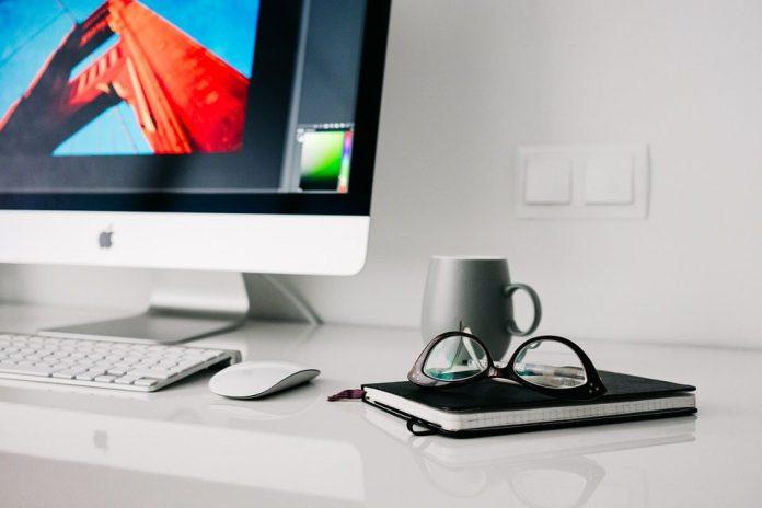 Maior automação substitui a necessidade de força de trabalho em níveis inferiores e abre caminhos para cérebros mais inteligentes no topo da hierarquia. Foto: Pixabay