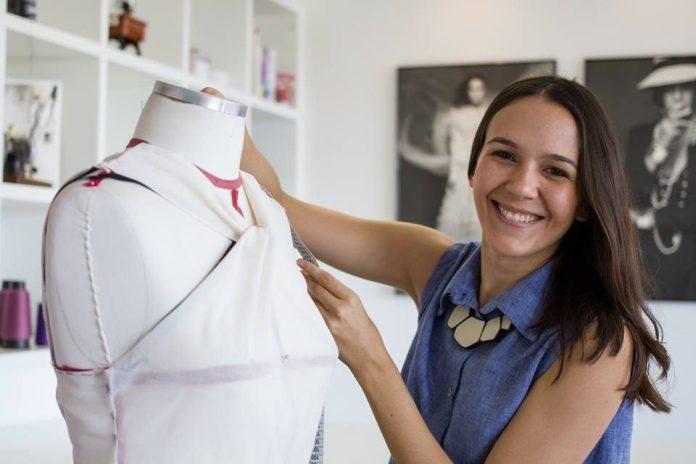 Lara Rogedo reconhece que o desafio que move o seu trabalho no dia-a-dia é o desejo de converter um projeto em produto que chega ao mercado de consumo. Foto: Arquivo pessoal/Lara Rogedo