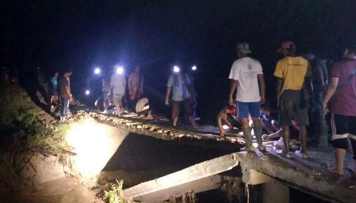 Jembatan Ngipik Ambrol Diterjang Banjir