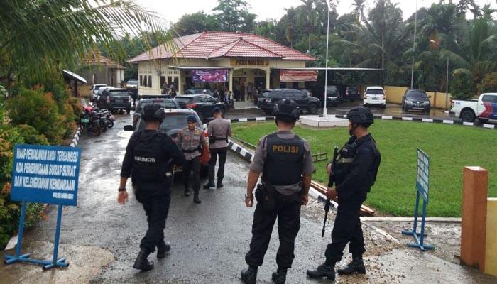 Mapolsek Diserang, 2 Polisi Dibacok