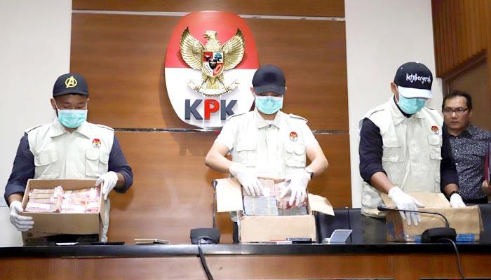 Wali Kota Blitar Serahkan Diri ke KPK