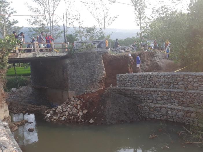 jembatan di Dukuh Padurekso Desa Kalijoyo Kajen