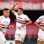 Diego Souza comemora mais um gol e exalta cruzamentos de Everton