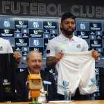 """Santos busca mais três patrocínios e espera outras """"parcerias humanas"""""""
