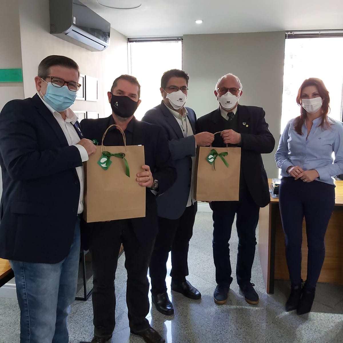 Sindicato dos Médicos de Minas Gerais prestigia trabalho desenvolvido pelo Simers 1