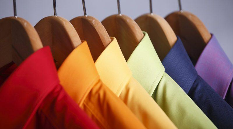 Одежда: чёрная и цветная