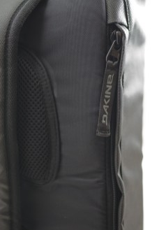 dakine_ss14_dispatch36l_black_detail3