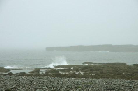 Der Steinstrand von Inisheer. Und ein bisschen kommt die Sehnsucht nach einem trockenen, kuschligen Plätzchen auf. Pic by Philipp