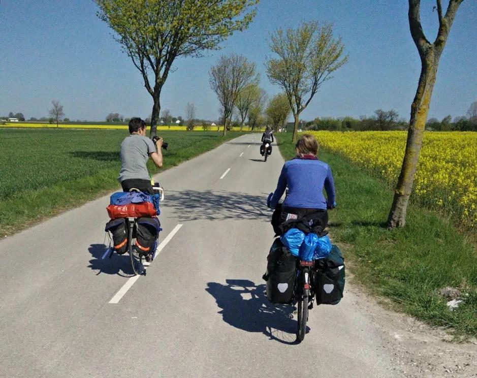 Radreise zwei bepackte Fahrräder