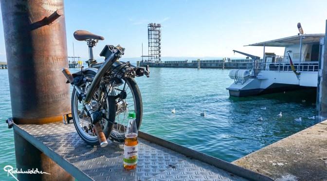 Brompton Faltrad am Bodensee Hafen mit Kondrauer