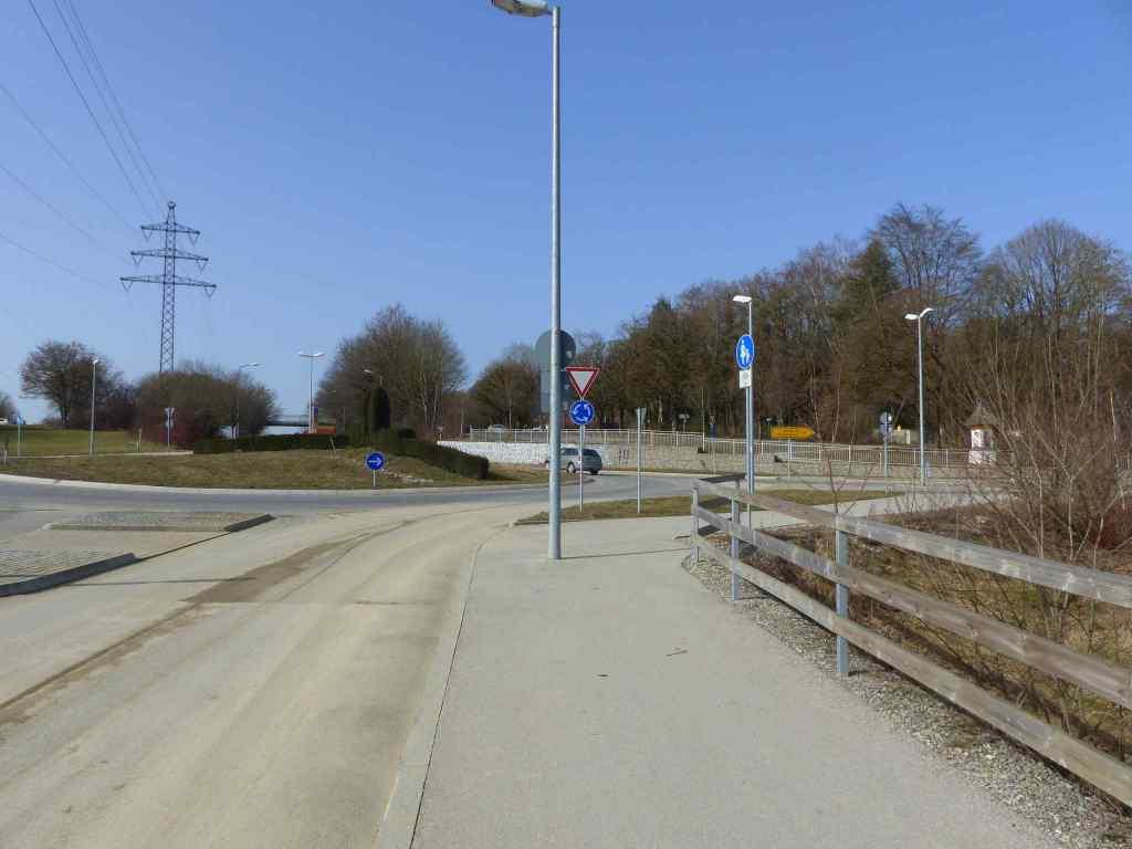 Kreisverkehr in Freising (Mainburger Straße / Karendelring)