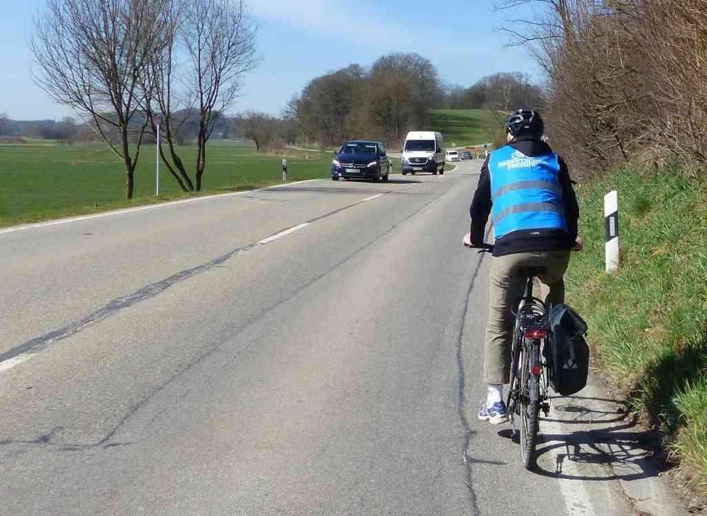 Gefährliche Situation für Radfahrer*innen auf dem Weg nach Sünzhausen