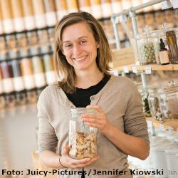 Olga Witt, Betreiberin von mehreren Unverpackt-Läden, Bild: Juicy-Pictures, Jennifer Kiowski