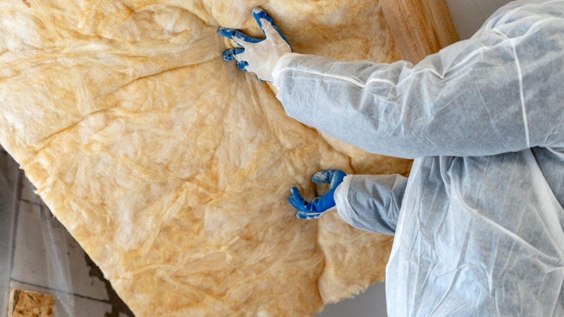 Installing batt fiberglass insulation