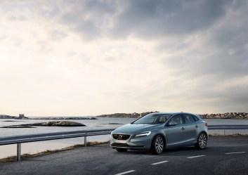 Volvo V40 T4 Momentum Location 3/4 Front