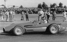 Maserati-250F_Stirling-Moss-1957-Image-01-1680