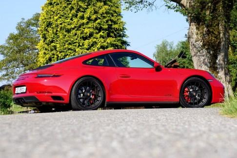 @Porsche 911 Carrera 4 GTS - 11
