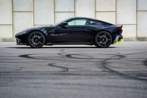 @Aston Martin Vantage - 1