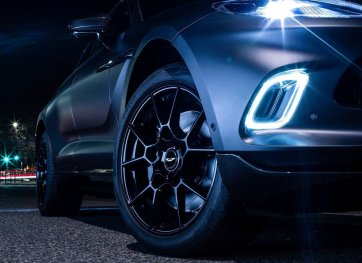 Aston_Martin-DBX_by_Q-2021-1280-0a