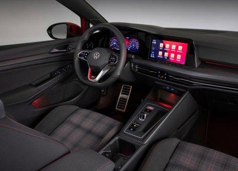 Volkswagen-Golf_GTI-2021-1600-0b