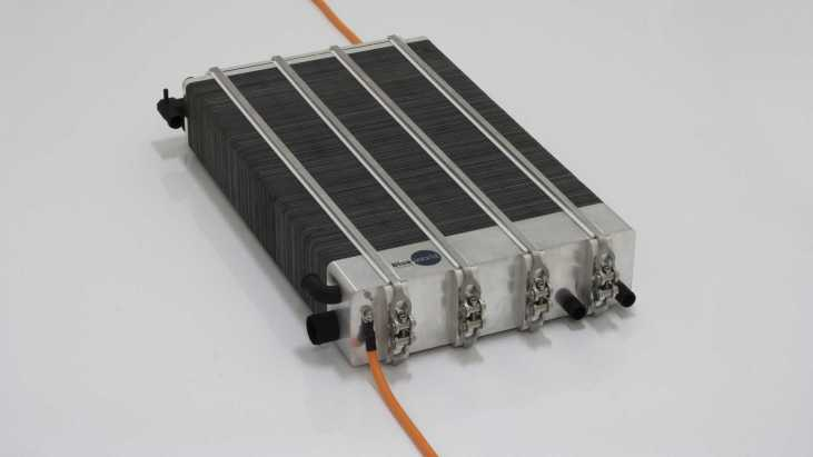 rg-nathalie-can-power-its-electric-motors-with-renewable-fuel-2