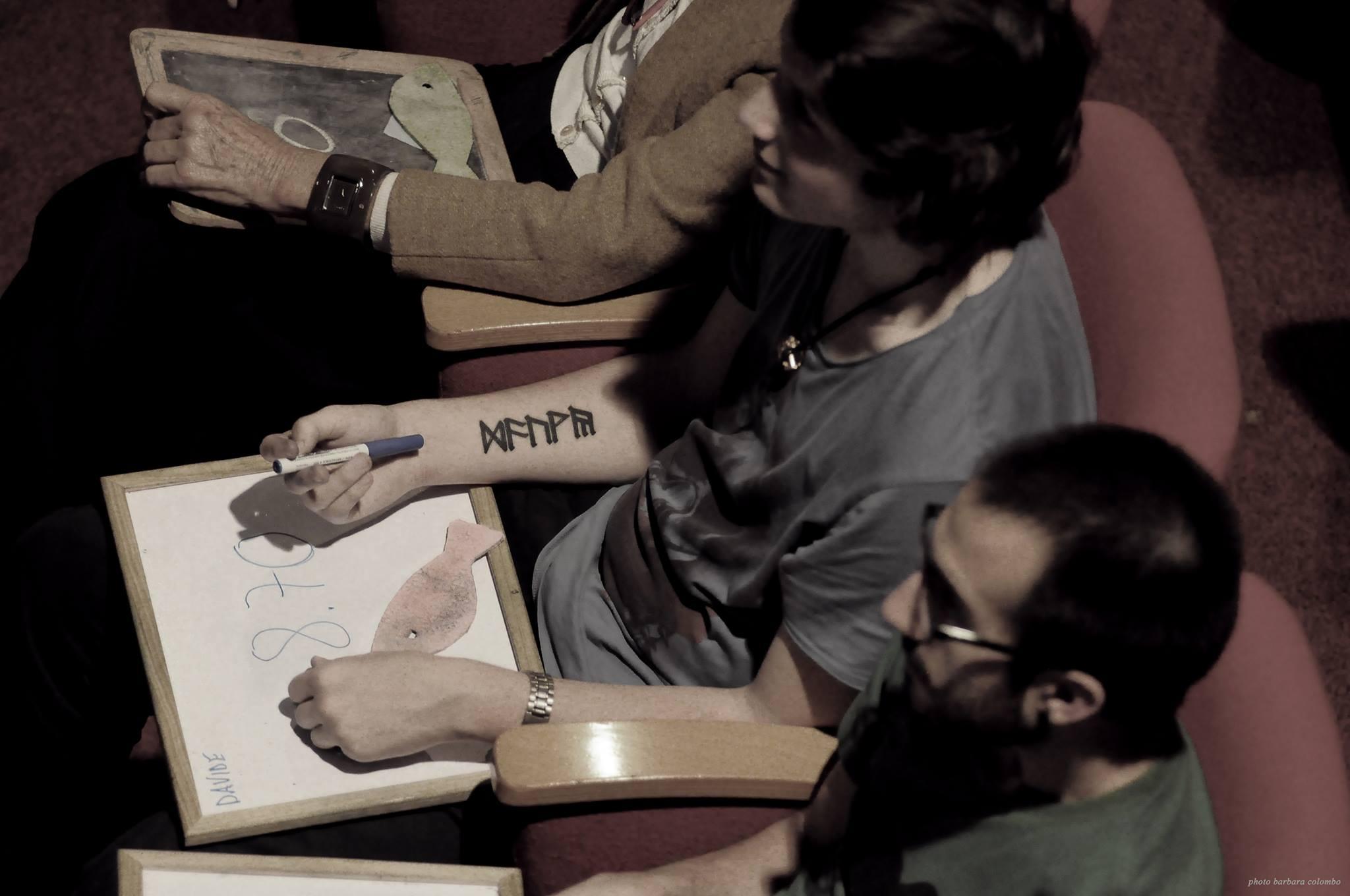 La giuria mentre si appresta ad assegnare una voto a una poesia - Finali LIPS 2014, Festival PoesiaPresente (a cura di Mille Gru), foto Barbara Colombo