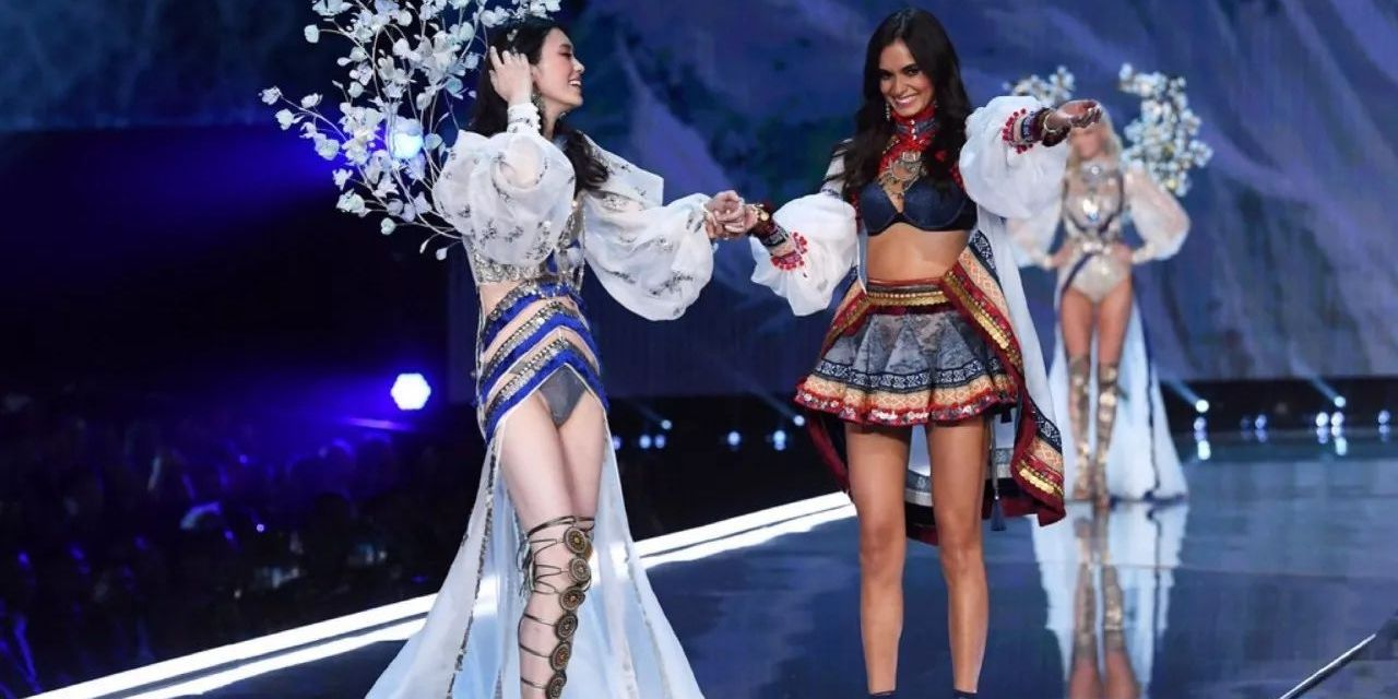 """The Internet Reacts to a """"Fallen Angel"""" on the Victoria's Secret Catwalk in Shanghai"""