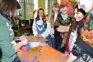 С блинами, веселыми играми и русскими обрядами дети проводили зиму!