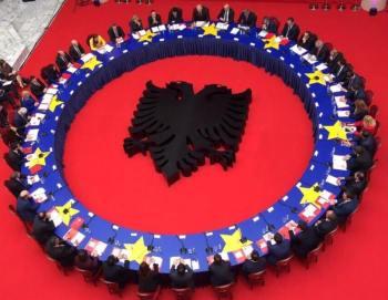 dy qeverite shqiptare